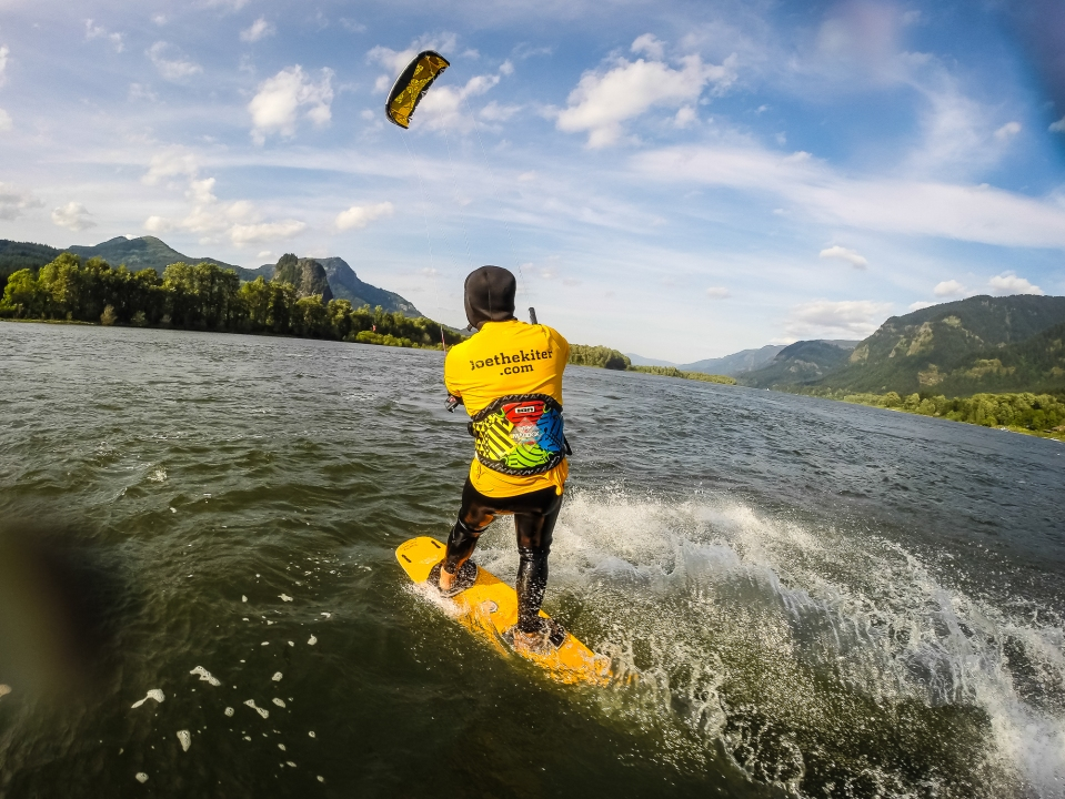 instructor joe kiting in the gorge
